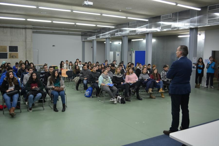Estudiantes Preuniversitarios Visitan La Casa Del Estudiante