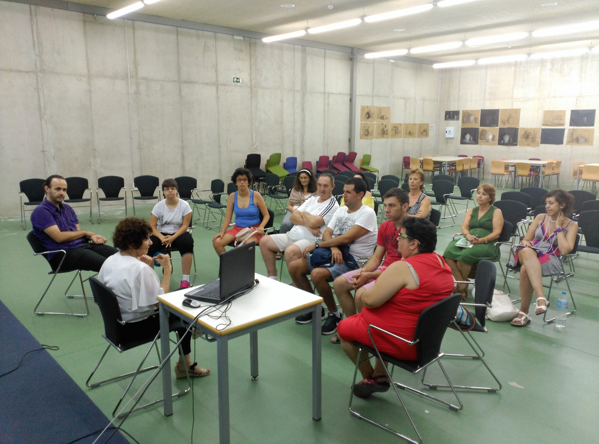 Voluntarios De La Fundación SOI Evalúan Los Espacios De La Casa Del Estudiante