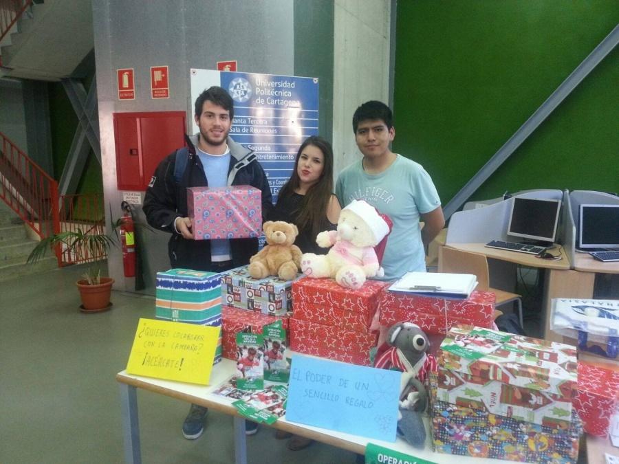 Estudiantes De La UPCT Donan Decenas De Regalos Navideños Para Niños Rumanos, Saharauis Y Ecuatoguineanos